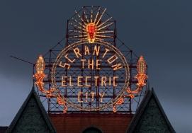 Scranton,_Pennsylvania,_restored_historic_Electric_City_sign_by_Carol_Highsmith_(LOC_highsm.04369)